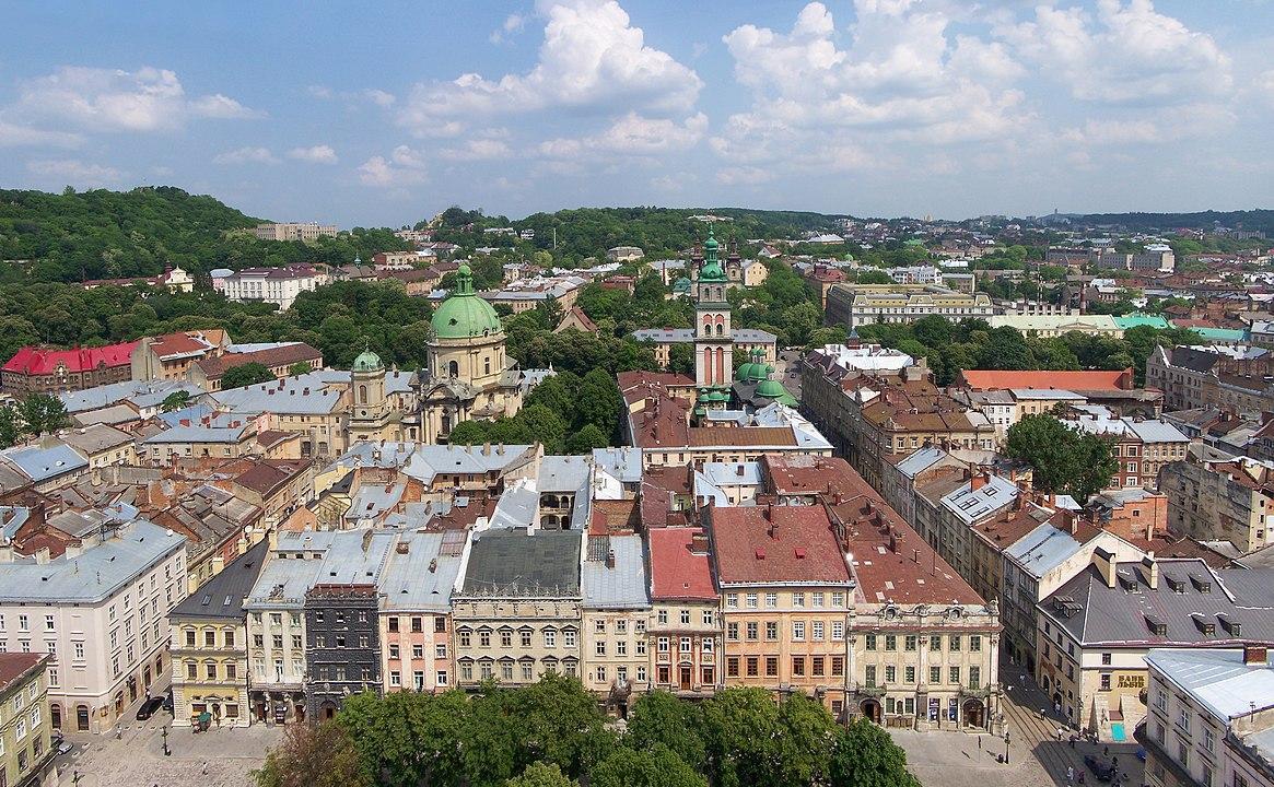 widok z wiezy lwowskiego ratusza na miasto