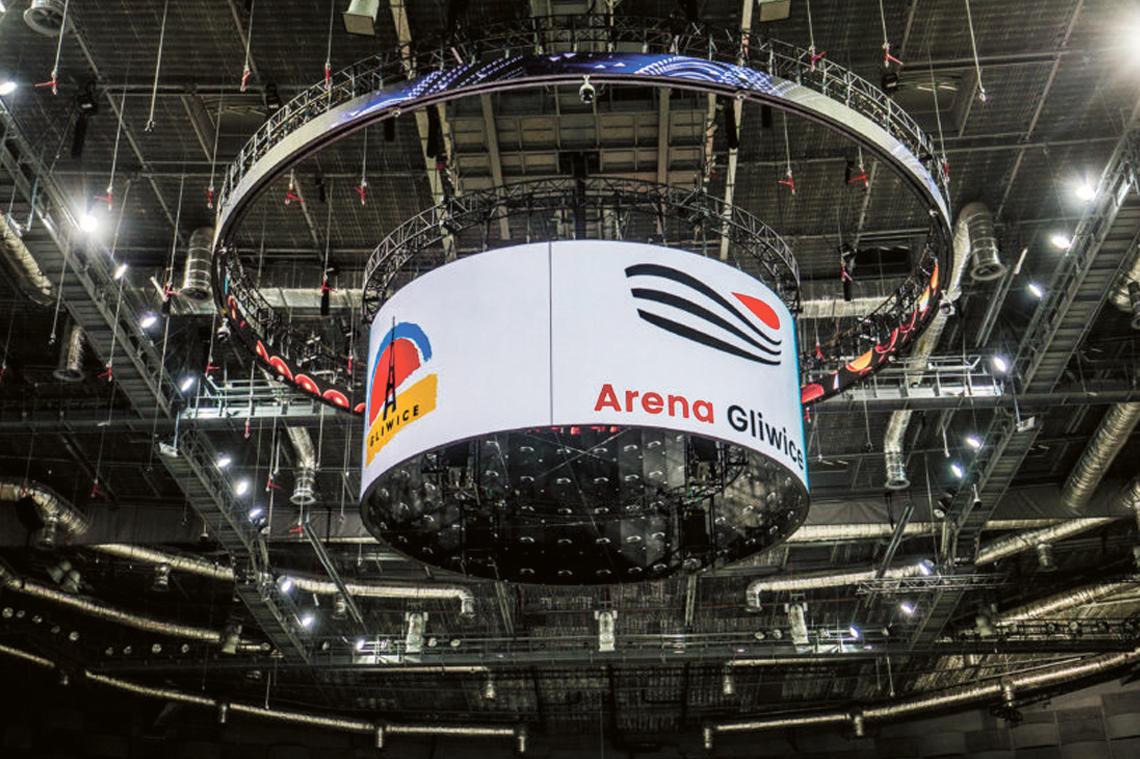 Podwieszany ekran, na którym wyświetlane będą filmy ma ponad 4 metry wysokości